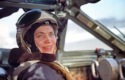 """Nữ phi công huyền thoại """"quý bà MiG"""" qua đời ở tuổi 86"""