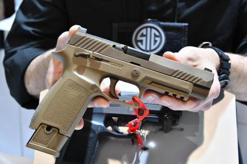 Súng ngắn trang bị đèn laser của Mỹ diệt mọi mục tiêu