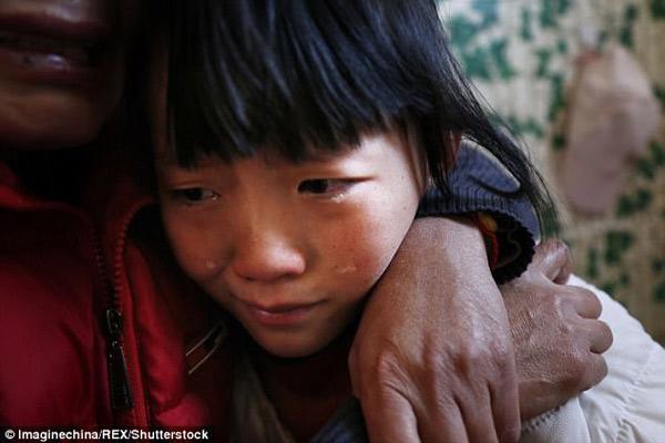 Rớt nước mắt lời cầu nguyện xin chết của bé gái: Hãy để con đi, bố mẹ còn anh chị