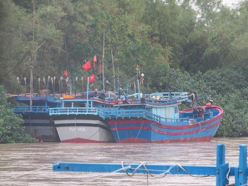 Bão tăng tốc, Phú Yên yêu cầu di dân khỏi vùng nguy hiểm trước 18h