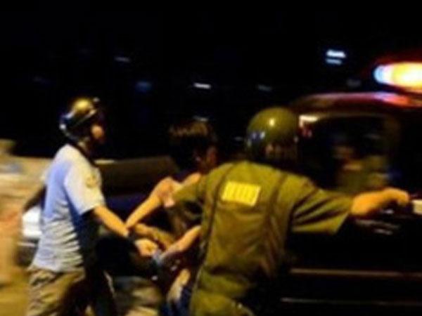 Cảnh sát nổ súng bắn kẻ trộm cầm dao ở Sài Gòn