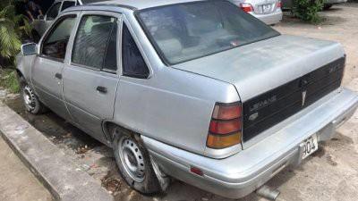 Sốc ô tô cũ chính hãng giá không tưởng 10 triệu đồng/chiếc ở chợ Việt