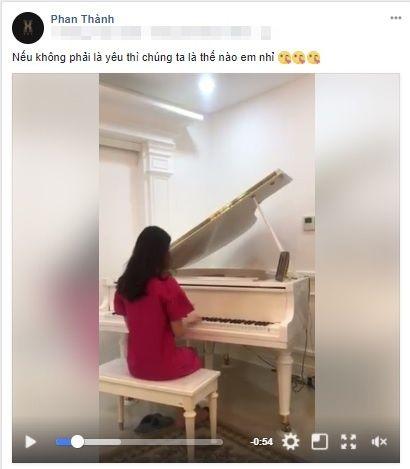 Phan Thành đăng ảnh nắm tay bạn gái, khẳng định tin đồn tình cảm là sự thật
