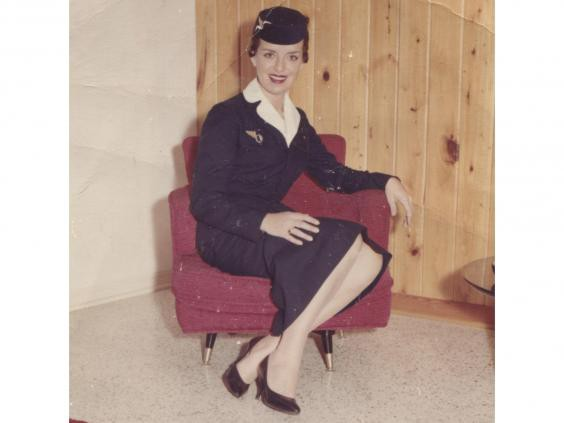 Ngỡ ngàng với nữ tiếp viên hàng không... 81 tuổi vẫn vi vu trên bầu trời
