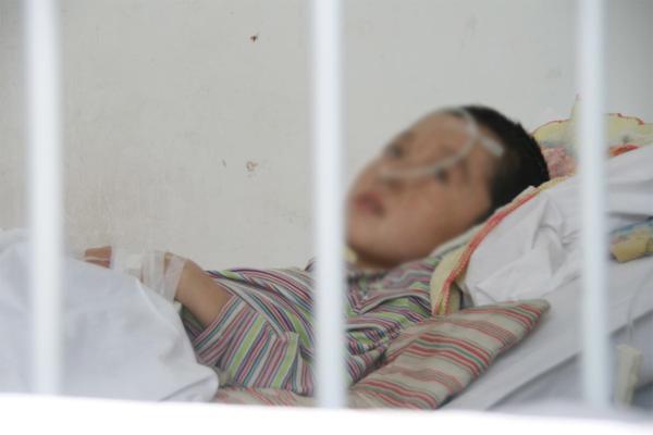 Bé trai bị viêm màng não suýt tử vong vì mẹ chủ quan tưởng ốm vặt khi giao mùa