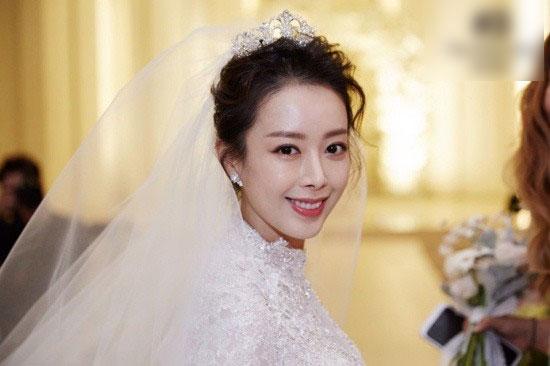 Đám cưới cô út của Những nàng công chúa nổi tiếng: Dàn sao nô nức, bà xã Bae Yong Joon chiếm hết mọi sự chú ý