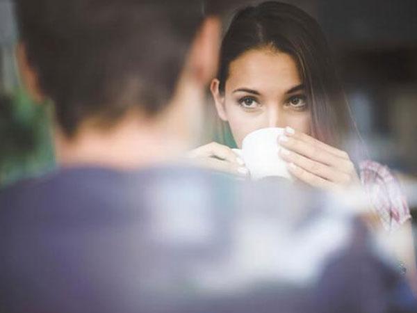 Bạn trai ôm hôn nhưng tôi không có cảm xúc dù cũng thích họ, có phải tôi có vấn đề?