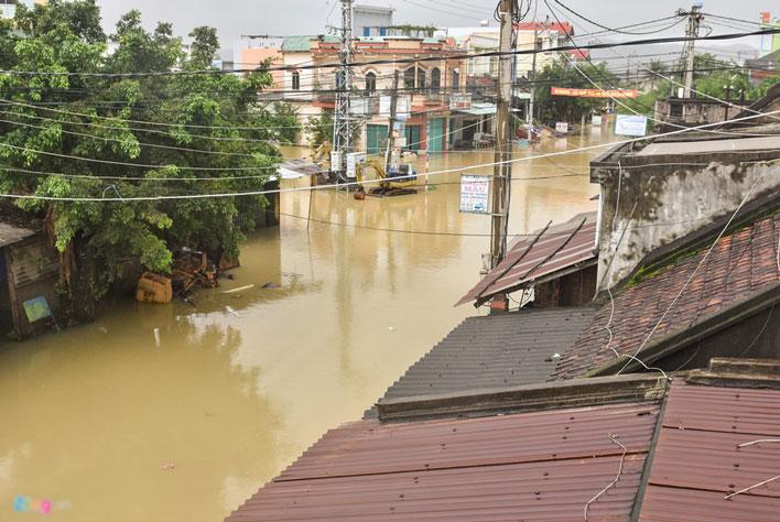 Mưa lũ gây cô lập hàng nghìn hộ dân Bình Định