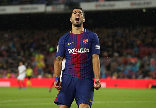 Chân gỗ Alcacer lập cú đúp, Barca nâng cách biệt với Real lên 11 điểm