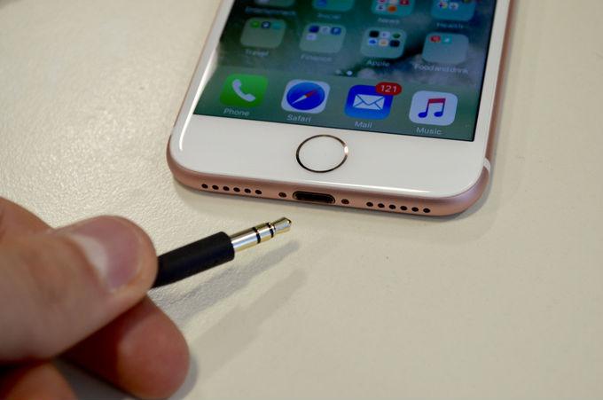 Những tính năng iPhone X đi sau smartphone Galaxy