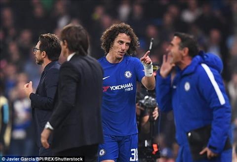 Conte ngầm thừa nhận David Luiz không còn đường sống ở Chelsea