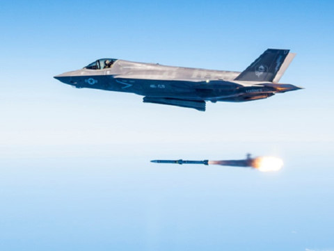 Hé lộ tên lửa không đối không mới của Mỹ thay thế sát thủ AIM-120