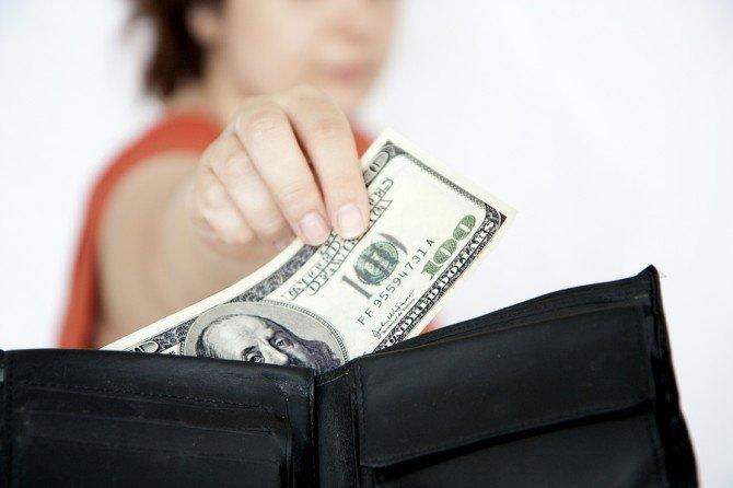 Nếu không muốn bị chồng bỏ, vợ khôn chớ dại tiêu tiền kiểu này