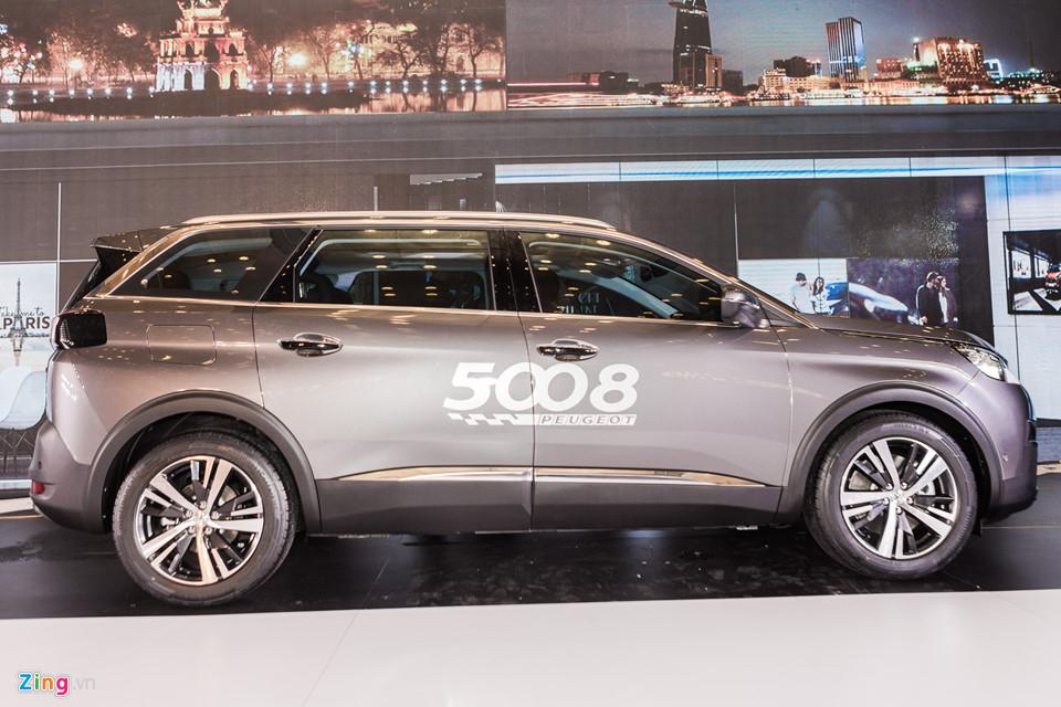 Chi tiết Peugeot 5008 giá 1,349 tỷ - đối thủ mới của Toyota Fortuner