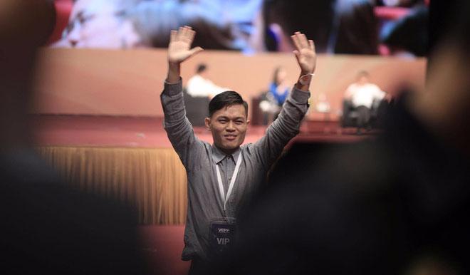 Chàng trai fan cuồng trong talkshow với Jack Ma tiết lộ: Bạn bè ai cũng nói tôi giống ông ấy!