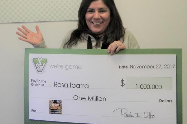 Được bạn vứt cho vé số, không ngờ trúng 1 triệu USD