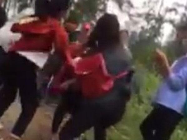 Kỷ luật, hạ hạnh kiểm 3 nữ sinh đánh đập dã man một bạn cùng lớp ở Nghệ An