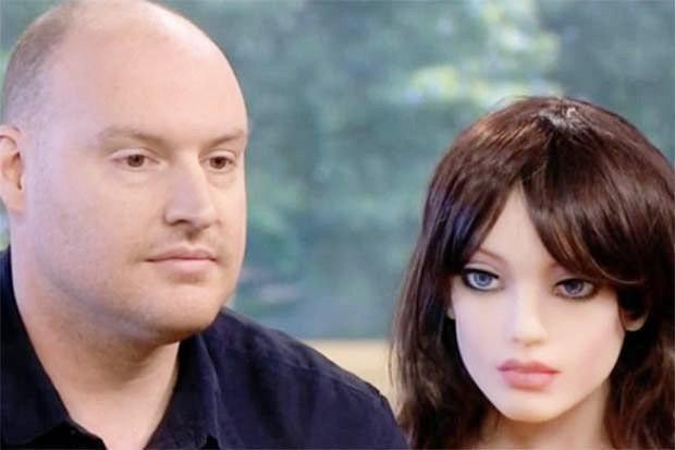 Robot tình dục Samantha tạo địa chấn ở Xứ Wales: Cung sợ không đáp ứng nổi cầu!