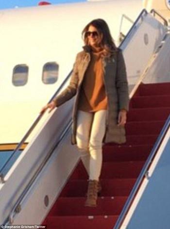 Melania Trump một mình tới Alaska thăm binh sĩ Mỹ