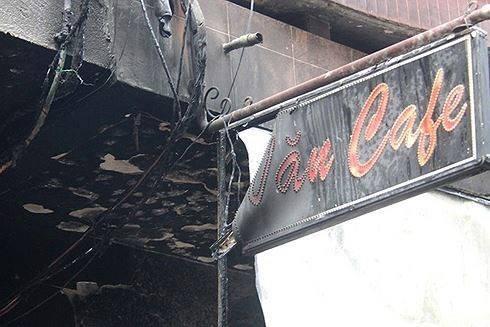 Hà Nội: Giải cứu 4 người mắc kẹt ở đám cháy trên phố Thái Hà