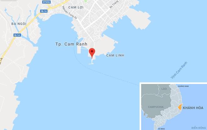 Tàu hải quân cứu tàu cá cùng 16 ngư dân bị nạn trên biển