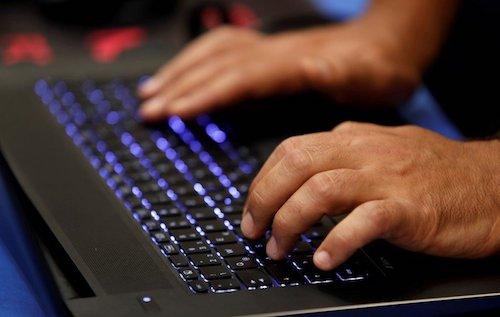 500 laptop HP bị cài sẵn phần mềm theo dõi bàn phím