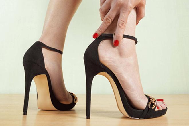 Giải cứu cho đôi chân bị tổn thương bởi những đôi giày cao gót