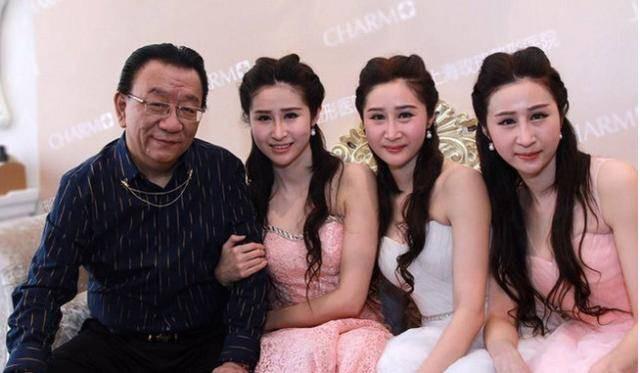 Sao Hoa ngữ U70 bị ném đá vì cặp với nữ đệ tử gốc Việt kém 46 tuổi