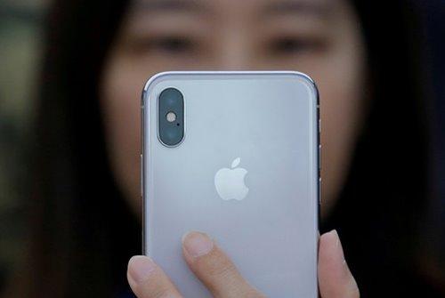 """iPhone X xuất hiện lỗi bảo mật """"triệu lần có một"""", Apple phát hành iOS 11.2.1"""