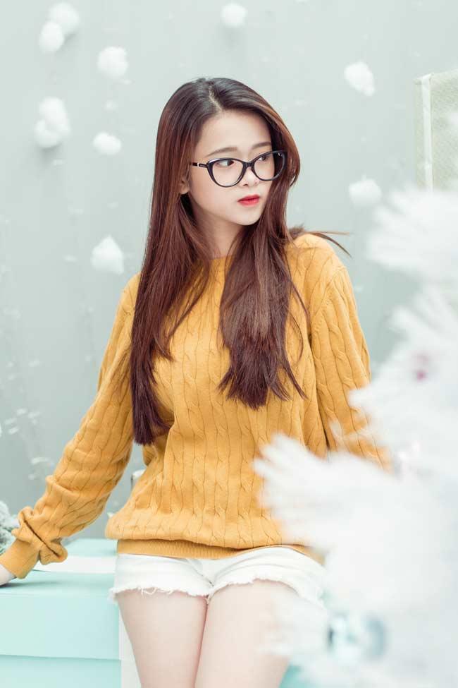 Linh Ka - Hot girl thị phi nhất 2017 tung ảnh Giáng sinh đẹp lung linh