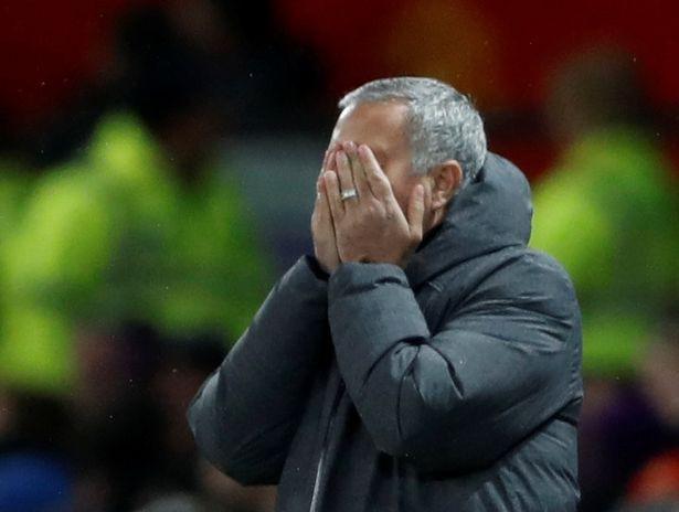 Mourinho phải giải trình những phát ngôn trước trận derby Manchester