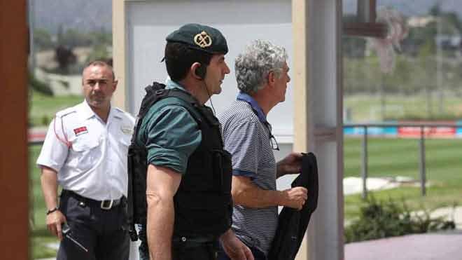 Siêu kinh điển Real - Barca: Vấn nạn trọng tài, hối lộ bằng tiền và gái gọi
