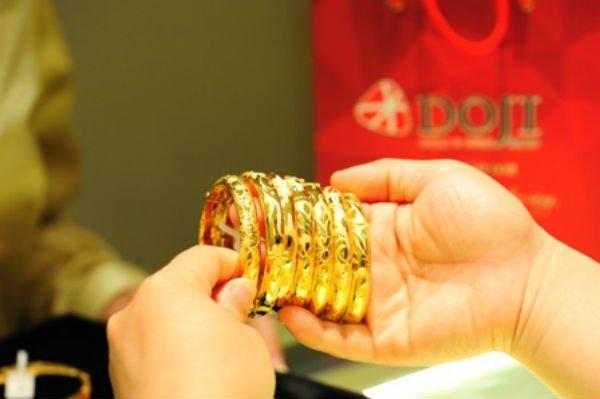Giá vàng hôm nay 24/12: Cuối tuần tăng mạnh, vàng vào chu kỳ mới