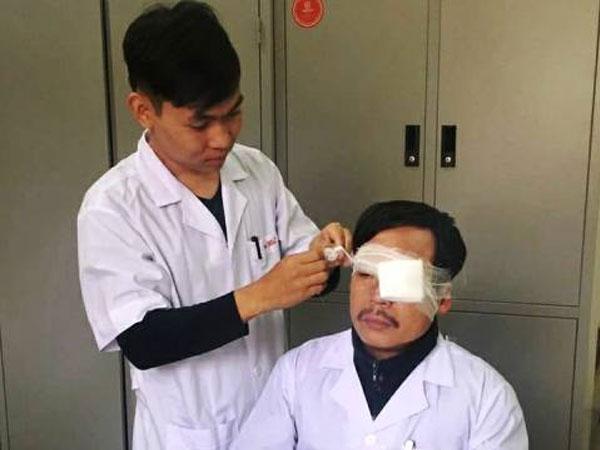 Bác sĩ cấp cứu 115 bị người nhà nạn nhân hành hung