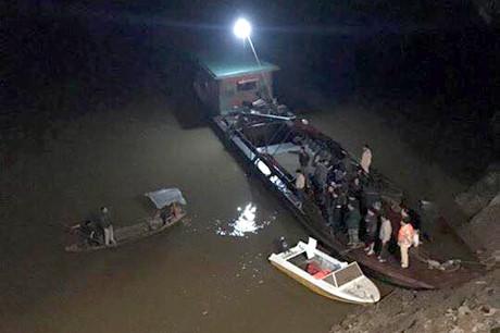 Phó trưởng khoa bệnh viện tử nạn trong ôtô chìm dưới sông