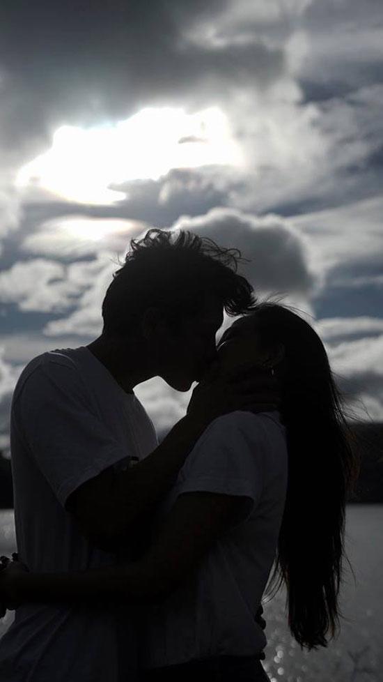 Vợ cũ Lâm Vinh Hải say đắm hôn bạn trai khi đi du lịch Đà Lạt