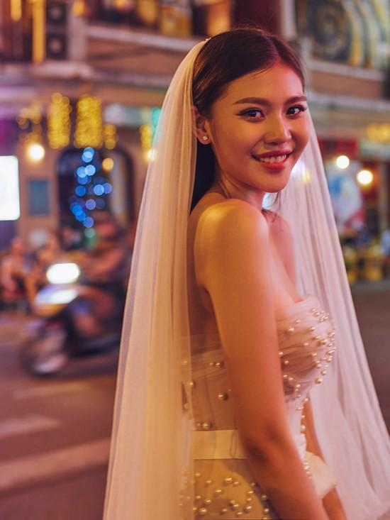 Ngắm trọn bộ hình cưới đẹp long lanh của Chúng Huyền Thanh và chồng điển trai