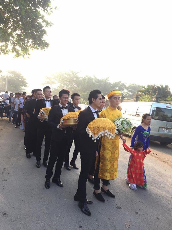 Dàn phù dâu, phù rể toàn ngôi sao trong lễ rước dâu Lâm Khánh Chi
