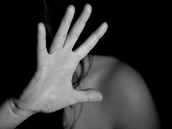 Khởi tố người phụ nữ đâm chết nghi phạm cưỡng hiếp mình