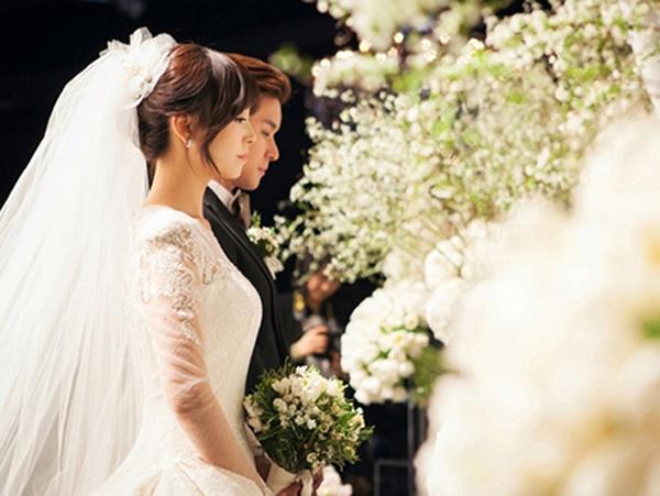 Chọn bạn gái phải ngoan, xinh, giỏi, giàu, chàng kén chọn đón tin sốc trong ngày cưới