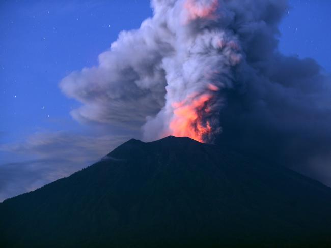 Thầy tu tiên tri lạnh gáy về ngọn núi lửa có thể hủy diệt thế giới