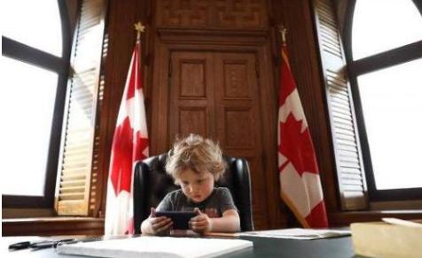 Đây là lý do Thủ tướng Canada trở thành thần tượng của gái trẻ
