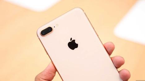 """Bộ đôi iPhone 8 và 8 Plus """"gây bão"""" tại Thế Giới Di Động sáng 10/11"""