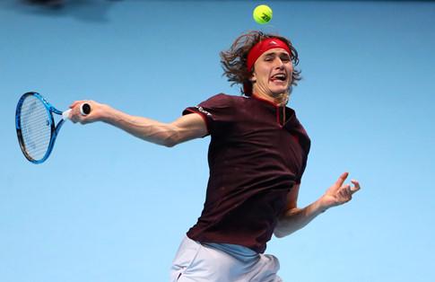 Đánh bại Zverev, Federer lần thứ 14 vào bán kết ATP Finals