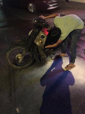 Hà Nội: Châm lửa thử xem xăng auth hay fake, thanh niên tự đốt trụi xe