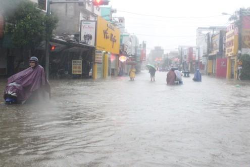 Mưa lũ ở TT-Huế: 1 người chết, 1 người mất tích và hơn 7.000 ngôi nhà bị ngập
