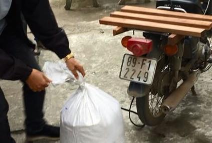 Giấu 5 bánh ma túy trong bao tải gạo vận chuyển về Hà Nội
