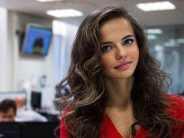 Nhan sắc xinh đẹp của phát ngôn viên 9X ở Bộ Quốc phòng Nga