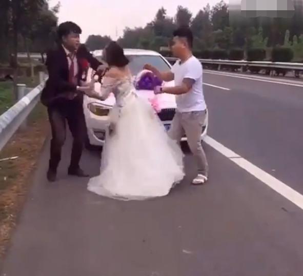 Can tội mặc váy sexy để chụp ảnh cưới, cô nàng bị người yêu đấm ngay giữa studio
