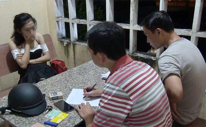 Bắt quả tang 5 cặp nam nữ mua bán dâm trong nhà nghỉ